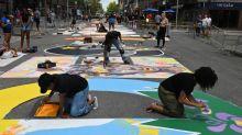 """Au centre de Montréal, une fresque géante proclame """"LA VIE DES NOIR.E.S COMPTE"""""""