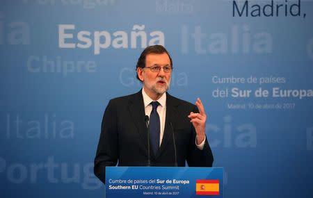 El Gobierno España eleva la previsión de crecimiento de 2017 al 2,7%