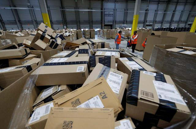 Amazon drops its free-shipping minimum for the holidays