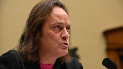 T-Mobile CEO John Legere is stepping down