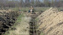 Virus: un maire d'Ukraine fait creuser des tombes pour inciter au confinement