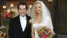 Friends: Phoebe Buffay Wasn't Supposed To End Up With Mike Hannigan