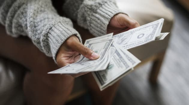 Despite Recession Worries, Americans Not Bothering to Save: Survey