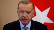 """Erdogan amenaza a Macron al decirle que """"tendrá más problemas"""" con él"""