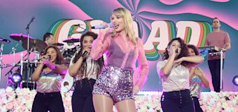 Fans and critics embrace Taylor Swift's 'Lover'