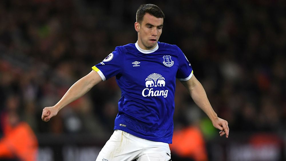 Crocked Coleman signs new Everton deal