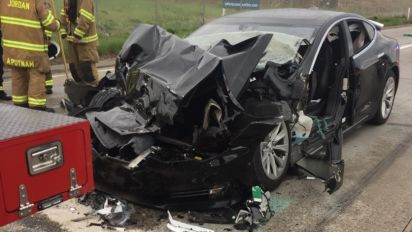 Tesla in Autopilot mode sped up before crash
