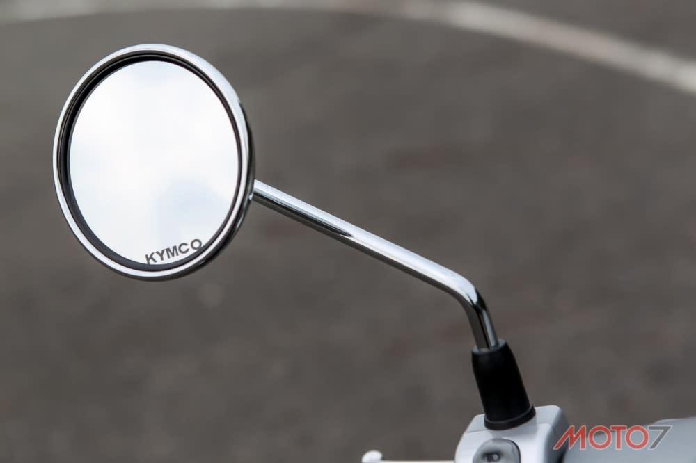 金屬材質後照鏡。