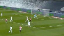 Del 2-2 al 3-1: locura de final en el Real Madrid-Athletic con una parada de 'santo' de Courtois