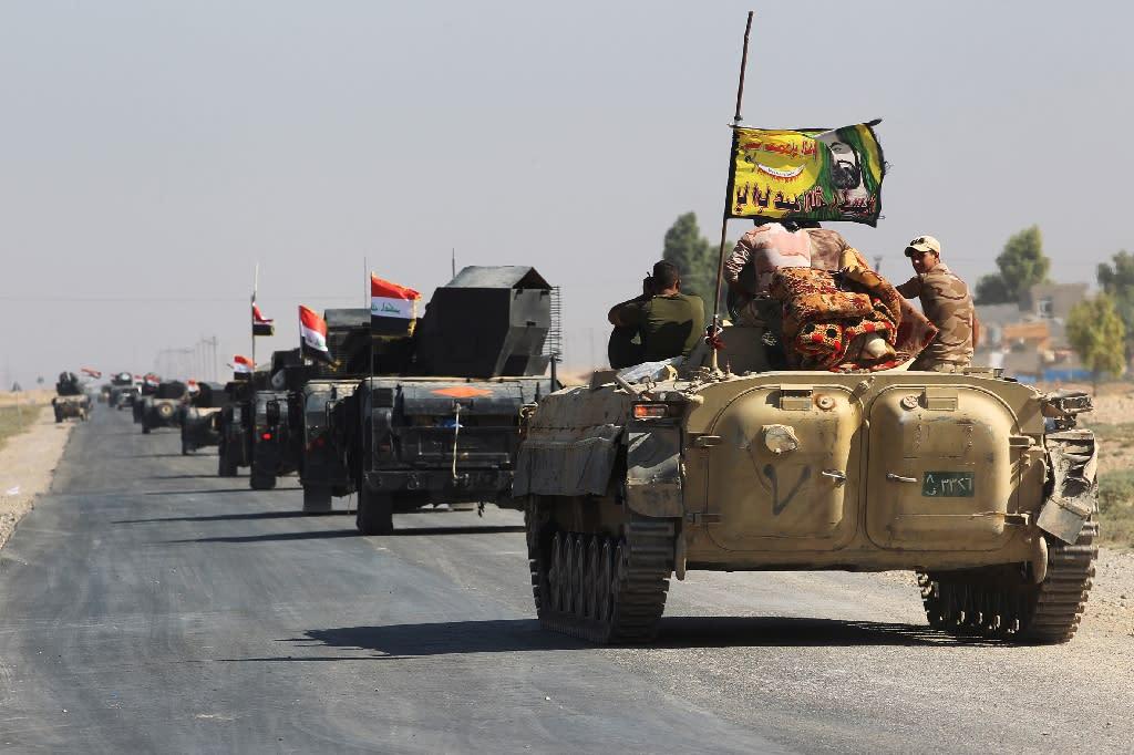 Iraqi forces drive towards the disputed city of Kirkuk on October 16, 2017 (AFP Photo/AHMAD AL-RUBAYE)