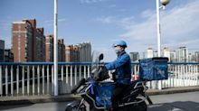 Virus: les Chinois désertent les restos, les livreurs à la rescousse