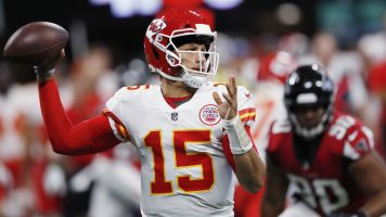 Mahomes throws TD pass 68 yards in the air