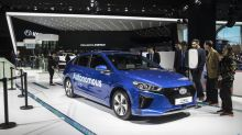 Hyundai Hires Crack Team to Catch Up on Self-Driving Taxis