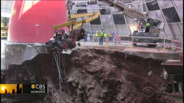 Crane moves last of classic Corvettes from sinkhole