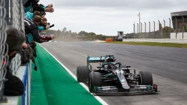 葡萄牙GP抽筋Hamilton不得不抬腿