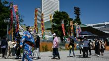Sumo resumes in front of fans despite rise in Japan virus infections