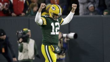 Rodgers' unreal throws set up Packers' win