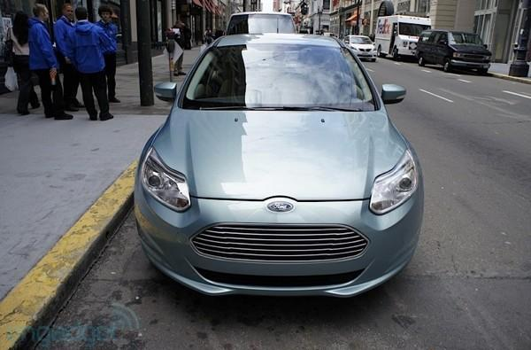 Ford underscores its love of electric cars, spends $135 million to make them happen