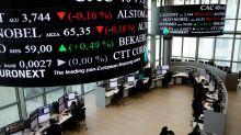La Bourse de Paris finit en hausse, mais n'oublie pas la guerre commerciale