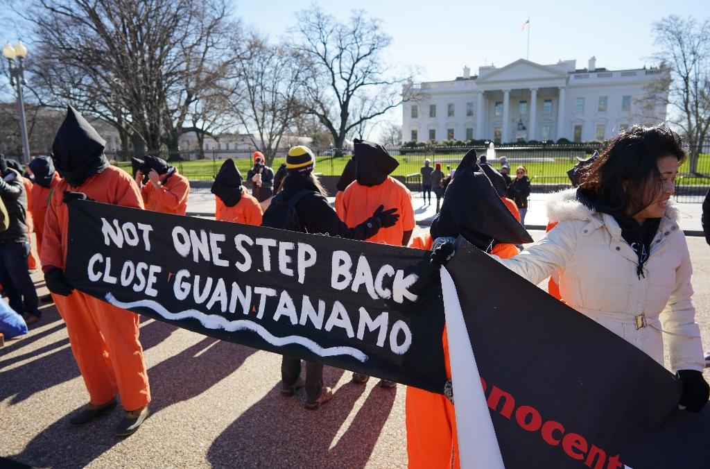 Demonstrators take part in a protest calling for the closure of the Guantanamo Bay prison on January 11, 2016 in front of the White House (AFP Photo/Mandel Ngan)