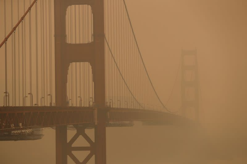 FILE PHOTO: Smoke from California wildfires fill skies in San Francisco