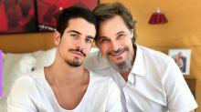 Edson Celulari corta o cabelo do filho, Enzo
