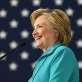 Clinton says emails, foundation ties not a threat to White House bid