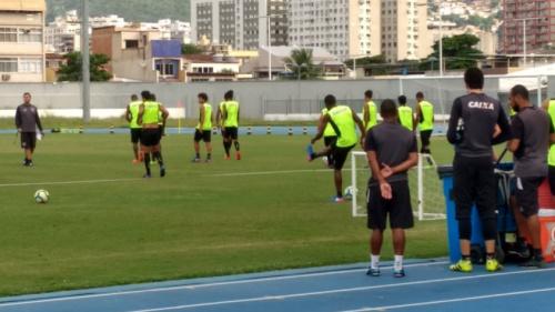 Com alguns titulares e dois atletas na transição, Botafogo se reapresenta