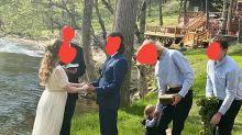 Detail auf Hochzeitsfoto eines Paares sorgt für Kopfschütteln