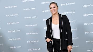 Rousey shares disturbing photo of finger injury