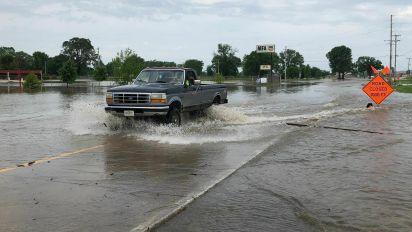 Floods prompt evacuations in Oklahoma, Arkansas