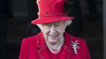 Queen Elizabeth II. posiert mit ihren Thronfolgern