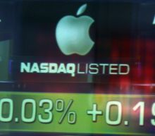 Here's why this trader is shorting Apple stock and buying gold