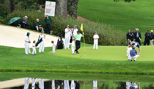 Golf: Masters: Regen und Sturm in Augusta - Routiniers im Vorteil