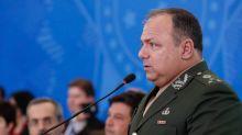 Bolsonaro chama Pazuello de 'predestinado' e diz que ele levou 'apenas 15 militares' para o Ministério da Saúde