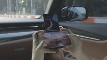 LG Wing aparece rodando jogo de corrida e faz uso incrível das duas telas