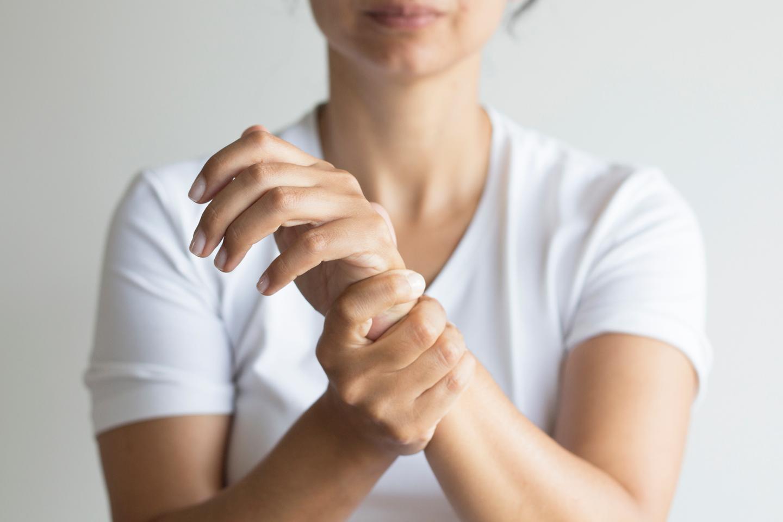 left arm pain women