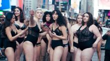 Models liefen fast nackt über den Times Square, um ein positives Körperbild zu bewerben