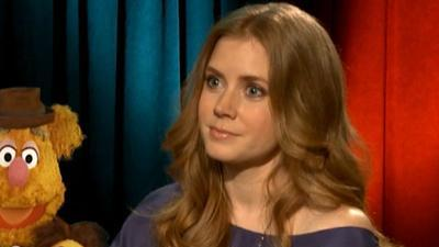 Amy Adams: Henry Cavill's Good Looks Can Be 'A Little Distracting' In 'Man Of Steel'