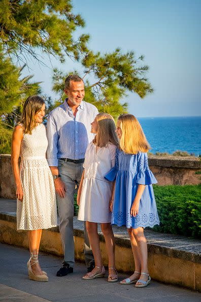 西班牙皇室全家福充滿地中海特色。