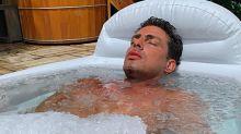 """Cauã Reymond explica imersão em banheira de gelo: """"Me sinto revigorado"""""""