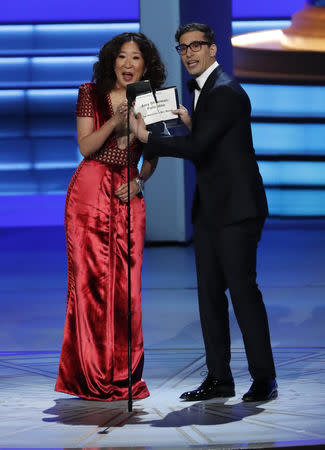 Sandra Oh E Andy Samberg Apresentarão O Globo De Ouro De 2019