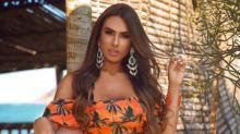 Nicole Bahls arrasa em campanha de moda praia