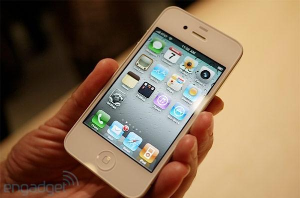 White iPhone 4 rumored as Apple Store goes down globally (update: nope)