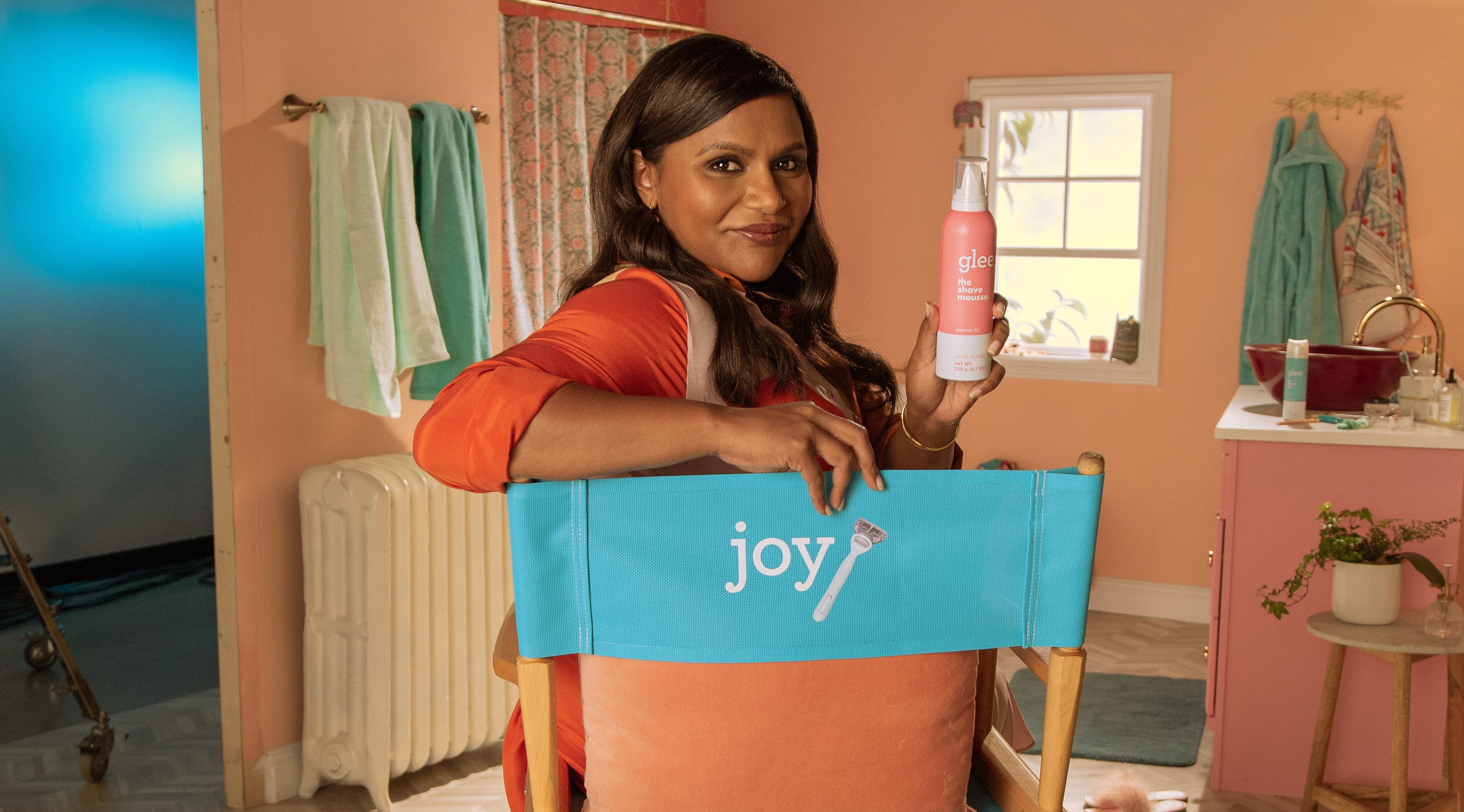 Exclusive Mindy Kaling Reveals What It S Really Like Working With Priyanka Chopra