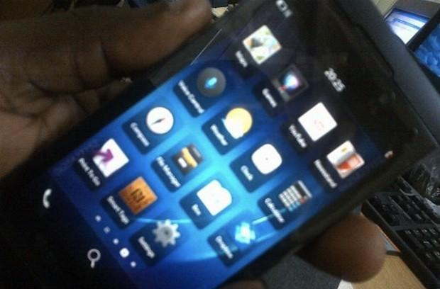 BlackBerry 10 L-Series phone surfaces in yet more leaked images