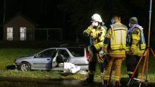 Auto fährt in Menschengruppe: Toter und Schwerverletzte