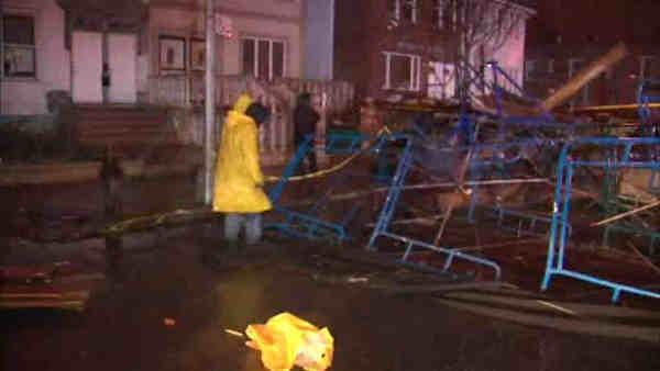 Scaffold collapses into street in Sunset Park