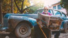 """Un grand-père de 98 ans fait actuellement le buzz suite à un relooking et une séance photo """"Millenial"""""""