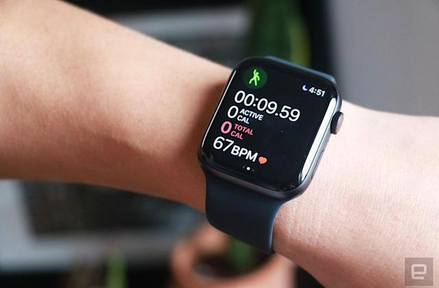 Apple dominated the wearables market over the holidays, IDC says